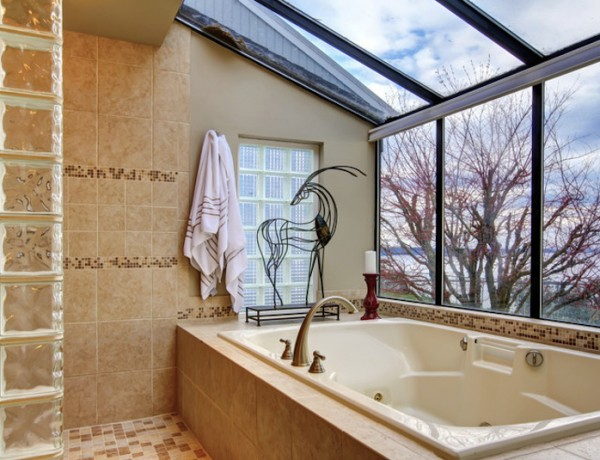 Luxury Bathrooms with Stunning Skylights. To see more Luxury Bathroom ideas visit us at www.luxurybathrooms.eu #luxurybathrooms #homedecorideas #bathroomideas @BathroomsLuxury Luxury Bathrooms with Stunning Skylights Luxury Bathrooms with Stunning Skylights luxury bathrooms with stunning skylights cover 600x460