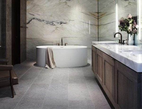10 Stunning Transitional Bathroom Design Ideas to Inspire You ➤To see more Luxury Bathroom ideas visit us at www.luxurybathrooms.eu #luxurybathrooms #homedecorideas #bathroomideas @BathroomsLuxury bathroom design 10 Stunning Transitional Bathroom Design Ideas to Inspire You 10 Stunning Transitional Bathroom Design Ideas to Inspire You 600x460