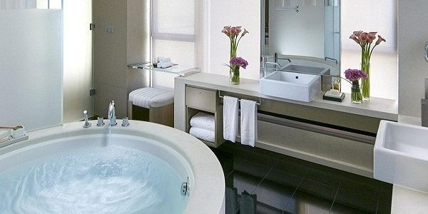 most incredible hotel bathrooms Top 10 Most Incredible Hotel Bathrooms Landmark Mandarin Oriental photos Exterior 1 600x300