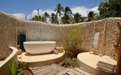 Luxury Bathrooms: Top 20 stunning outdoor bathrooms ➤To see more Luxury Bathroom ideas visit us at www.luxurybathrooms.eu #luxurybathrooms #homedecorideas #bathroomideas @BathroomsLuxury