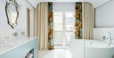 bathroom in paris Discover A Modern And Eclectic Bathroom In Paris feat 4 370x190