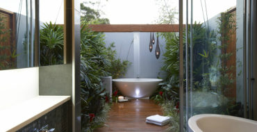 outdoor bathrooms Discover The Most Wanted And Exquisite Outdoor Bathrooms feat 3 370x190