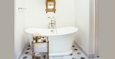 Luxury Bathroom Decor Ideas For Antique Lovers ➤ To see more news about Luxury Bathrooms in the world visit us at http://luxurybathrooms.eu/ #luxurybathrooms #interiordesign #homedecor @BathroomsLuxury @bocadolobo @delightfulll @brabbu @essentialhomeeu @circudesign @mvalentinabath @luxxu @covethouse_ luxury bathroom decor ideas Luxury Bathroom Decor Ideas For Antique Lovers feat 370x190