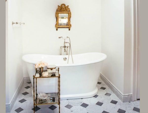 Luxury Bathroom Decor Ideas For Antique Lovers ➤ To see more news about Luxury Bathrooms in the world visit us at http://luxurybathrooms.eu/ #luxurybathrooms #interiordesign #homedecor @BathroomsLuxury @bocadolobo @delightfulll @brabbu @essentialhomeeu @circudesign @mvalentinabath @luxxu @covethouse_