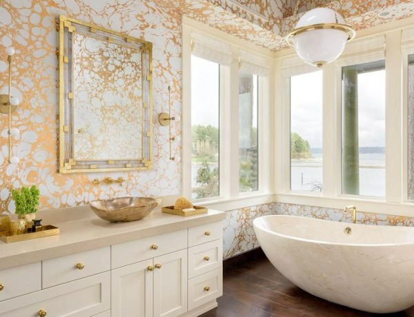 gold and white luxury bathroom How To Get A Gold And White Luxury Bathroom Interior Design featlu 600x460