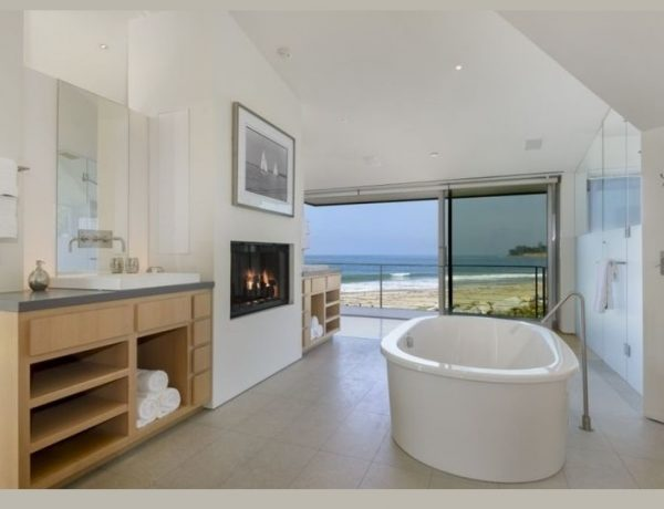 Be Inspired By The Luxury Bathroom From Ellen Degeneres Beach House ➤ To see more news about Luxury Bathrooms in the world visit us at http://luxurybathrooms.eu/ #luxurybathrooms #interiordesign #homedecor @BathroomsLuxury @bocadolobo @delightfulll @brabbu @essentialhomeeu @circudesign @mvalentinabath @luxxu @covethouse_ Ellen Degeneres Beach House Be Inspired By The Luxury Bathroom From Ellen Degeneres Beach House Be Inspired By The Luxury Bathroom From Ellen Degeneres Beach House 2 1 600x460