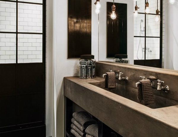 rustic dream bathroom Be Inspired By Diane Keaton's Rustic Dream Bathroom And Home Be Inspired By Diane Keatons Luxury Bathroom FEAT 600x460