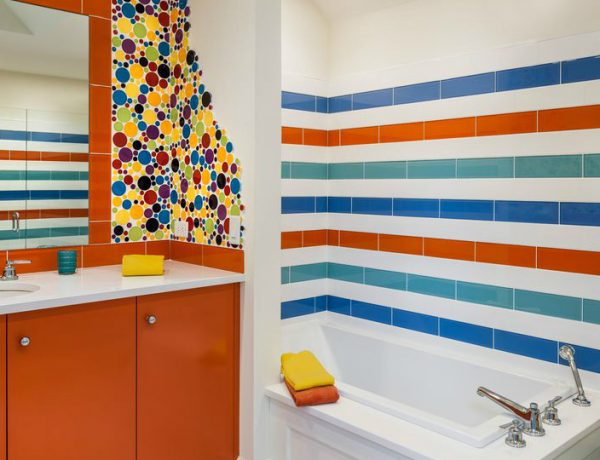 10 Beautiful Tile Ideas For A Bold Bathroom Interior Design - Part 1 ➤ To see more news about Luxury Bathrooms in the world visit us at http://luxurybathrooms.eu/ #luxurybathrooms #interiordesign #homedecor @BathroomsLuxury @bocadolobo @delightfulll @brabbu @essentialhomeeu @circudesign @mvalentinabath @luxxu @covethouse_