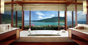 hotel luxury bathrooms 10 Fabulous Hotel Luxury Bathrooms with Sweeping Views to the Outside featured 11 370x190