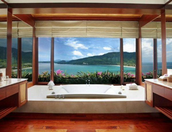 hotel luxury bathrooms 10 Fabulous Hotel Luxury Bathrooms with Sweeping Views to the Outside featured 11 600x460