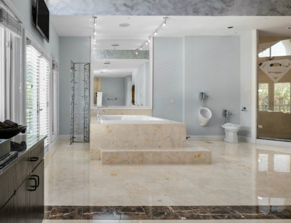 Celebrity Homes These Celebrity Homes for Sale Feature the Most Exquisite Bathroom Designs featured 19 600x460