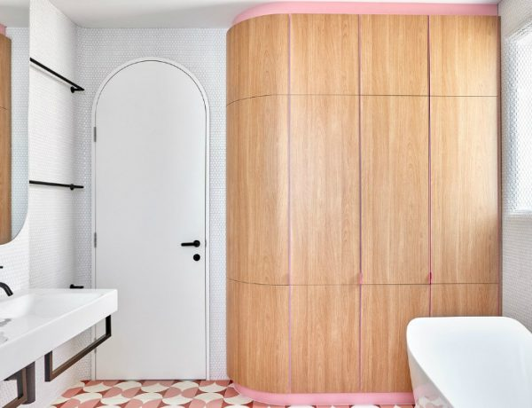 bathroom design This Bathroom Design in a Melbourne Home Features Funky Shades of Pink featured 5 600x460