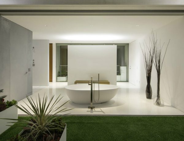 bathroom designs 8 Incredible Bathroom Designs with Outstanding Architectural Features featured 19 600x460