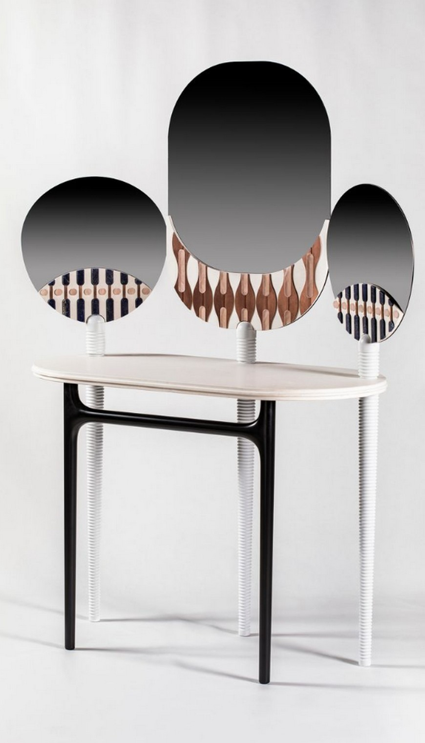10 Bespoke Dressing Tables To Glam Up Your Luxurious Walk-In Closet bespoke dressing table 10 Bespoke Dressing Tables To Glam Up Your Luxurious Walk-In Closet 10 Bespoke Dressing Tables To Glam Up Your Luxurious Walk In Closet 9