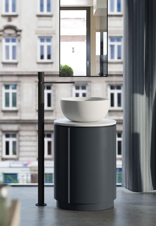 3 freestanding washbasins