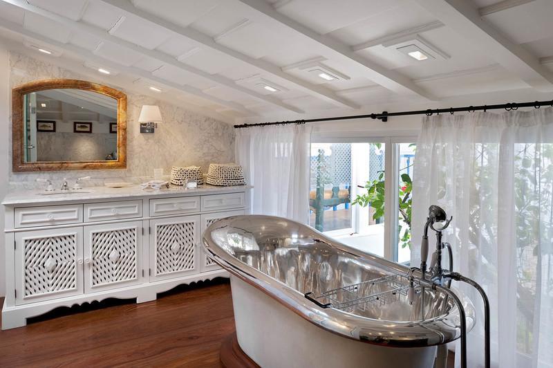 Bathrooms That Impress and Alberto Pinto's Incredible Versatility  alberto pinto Bathrooms That Impress and Alberto Pinto's Incredible Versatility Bathrooms That Impress and Alberto Pintos Incredible Versatility 2