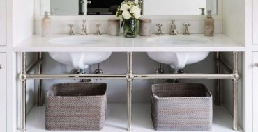 white bathrooms Inspirational Guide for Bathroom Decor: White Bathrooms by Alexandra Kaehler Inspirational Guide for Bathroom Decor White Bathrooms 2