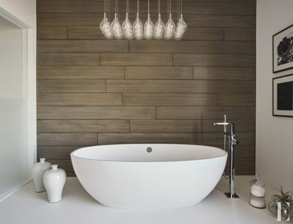 elizabeth krueger A Guide for Bathroom Decor: White Bathrooms by Elizabeth Krueger Inspirational Guide for Bathroom Decor White Bathrooms by Elizabeth Krueger1 600x460