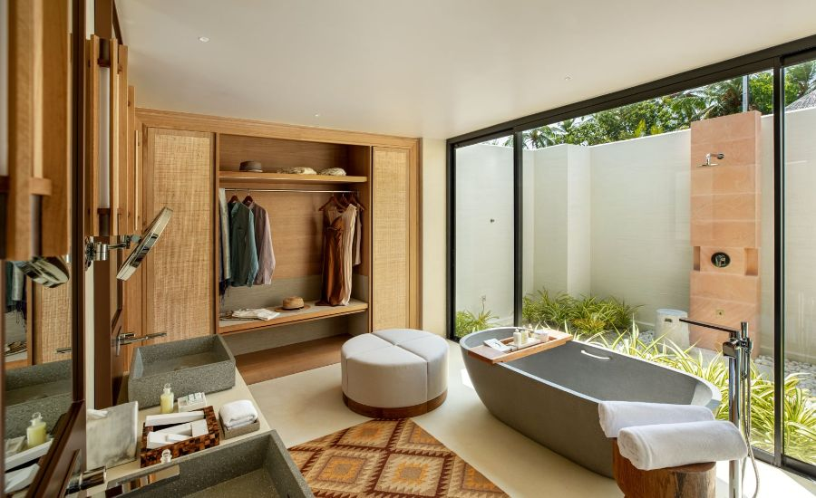 Hotel Bathrooms: 6 Inspirational Luxury Oasis At Its Best hotel bathrooms Hotel Bathrooms: 6 Inspirational Luxury Oasis At Its Best Kuda Villingili An Idilyc Island Retreat Opening in the Maldives 7
