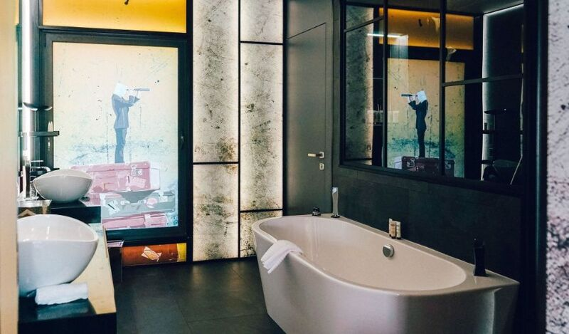 bathroom designs 6 Incredible Bathroom Designs From Perfect Hotels For Your Vacations! 6 Incredible Bathroom Designs From Perfect Hotels For Your Vacations 3
